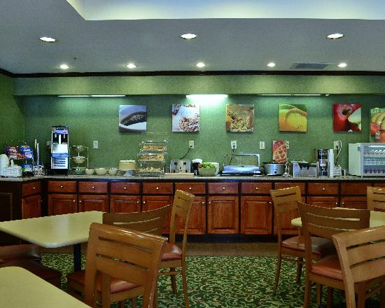 Quality Inn and Suites: Breakfast Room