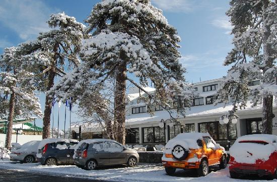 Troodos Hotel: Hotel Entrance