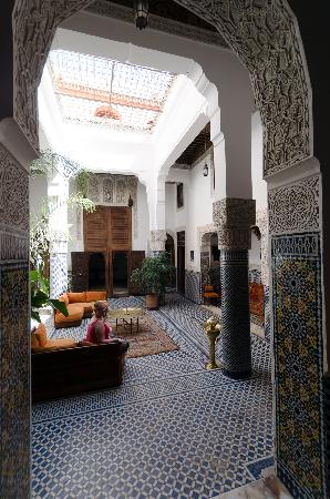 Riad Tayba: The inner court, with entry to groundfloor suite at the back