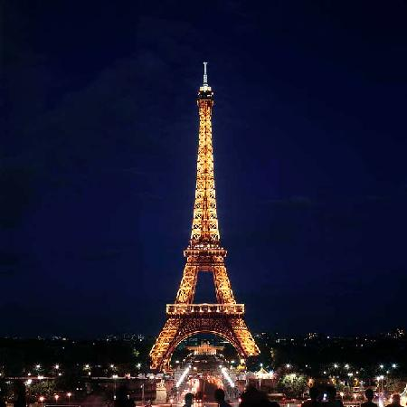 Night time picture of eiffel tower paris tripadvisor for Paris night time