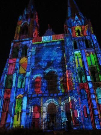 Le Parvis: illuminations on the Cathedral