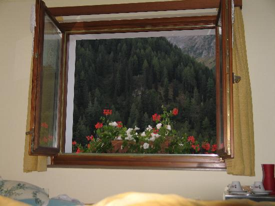 Chalet Stella Alpina - Hotel and Wellness SPA: Blick vom Schlafzimmer