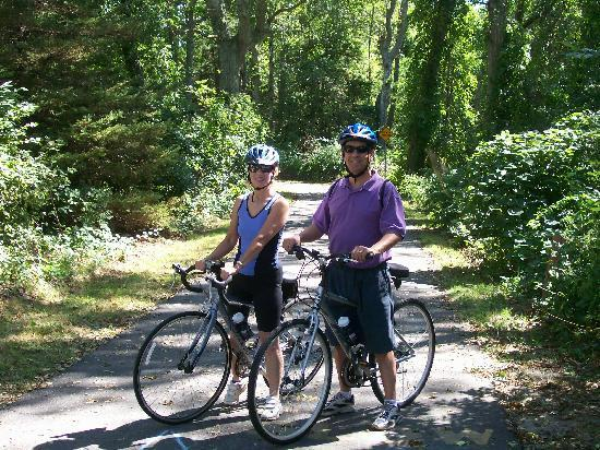 Allen Harbor Breeze Inn & Gardens: Cycling on The Cape Cod Rail Trail...so scenic!