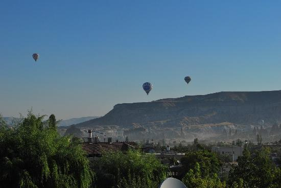 Cappadocia Dora Motel & Pansion: balloons in the morning