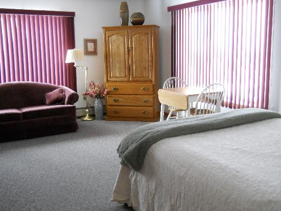 Weston, ME: Large Guest Rooms w/Private Baths and Views