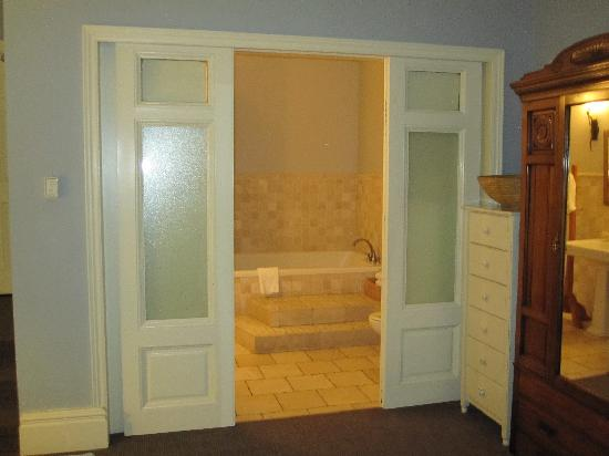 Frontenac Club Inn: bathroom