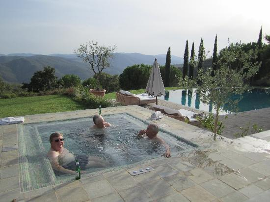 Monte Santa Maria Tiberina, : view over the valley from the hot tub and pool