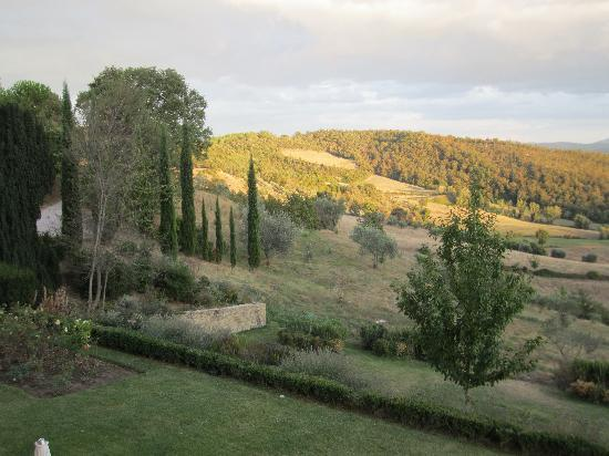 Monte Santa Maria Tiberina, : countryside view from the room