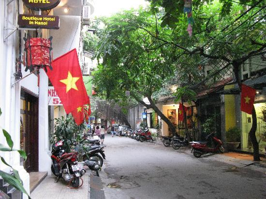 Indochina Gold hotel: the quiet street