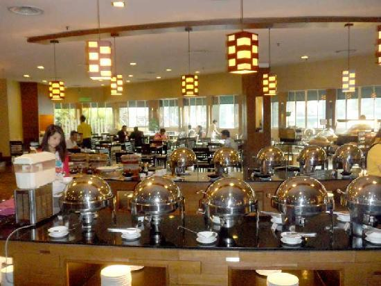 Cititel Mid Valley: It took me a day to figure out the breakfast buffet. Here&#39;s the INSIDE buffet, which is lovely..
