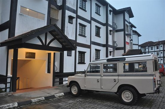 Gerard's Place: Entrance by Old Land Rover Series III