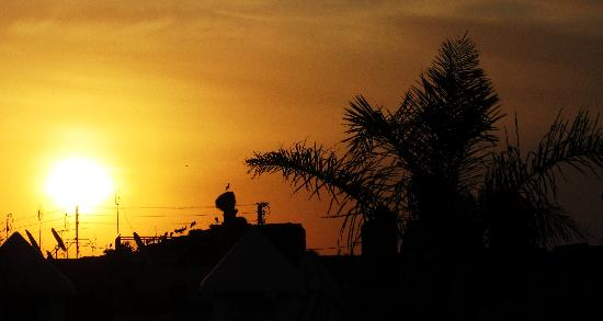 Riad Villa Harmonie: Sunrise on the rooftop