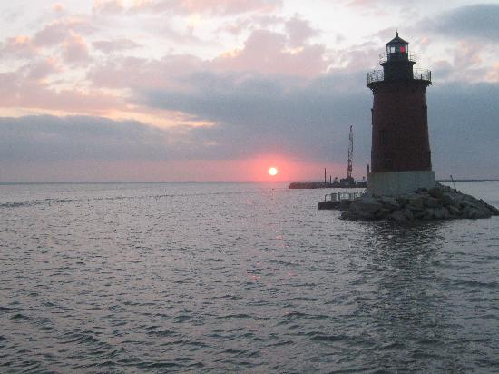 Cruising past the east end light in lewes harbor for Lewes harbor marina fishing report