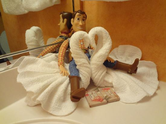 Ron Jon Cape Caribe Resort: Yes they do Towel Animals!
