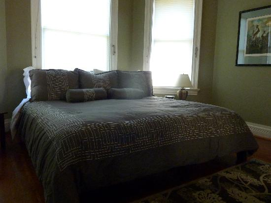 Ambrosia Historic Bed & Breakfast Retreat: Zen bedroom