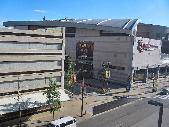 Radisson Hotel Cleveland - Gateway: View to the right of the Quicken Arena