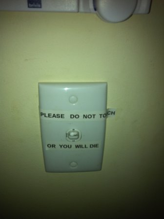 Melba House: Not a very friendly sign, not appropriate for a guest house