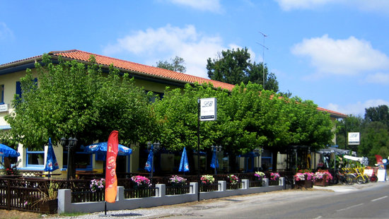 Photo of Hotel - Restaurant Le Lagon Bleu Parentis-en-Born