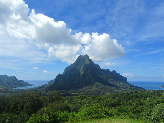 Papetoai, French Polynesia: viewpoint