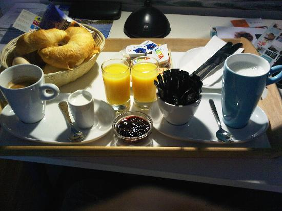 Apartmenthouse Goldenes Schwert: breakfast in hotel