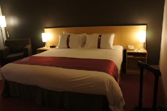 Holiday Inn Melbourne Airport: big bed
