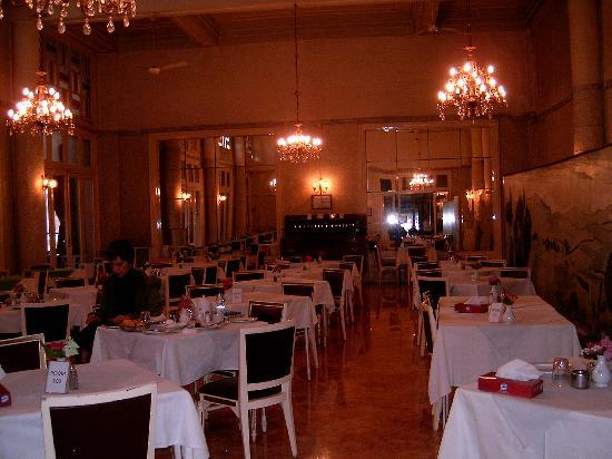Orient Palace Hotel: dining hall