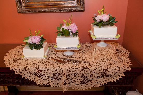 109 West: The dining room was perfect for serving the wedding cake