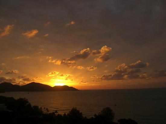 Batu Ferringhi, Malaysia: Taken from the balcony of our apartment at Sri Sayang - the stunning view at sunset