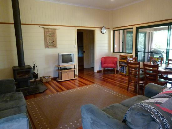 Bushland Cottages & Lodge: Birdwing living room