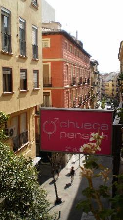 Chueca Pension : Ausblick zur Strasse (Austritt) 
