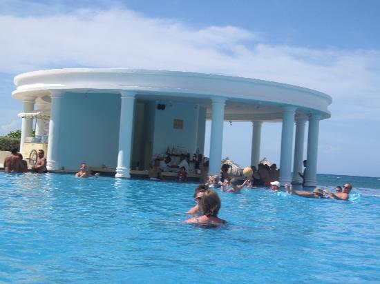 Iberostar Rose Hall Suites: Swim up bar