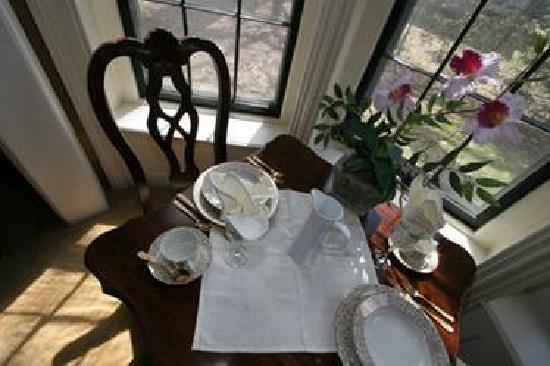 42 Montgomery B&B: Breakfast for two...romantic!