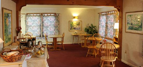 Guilford Suites Hotel: Breakfast Room