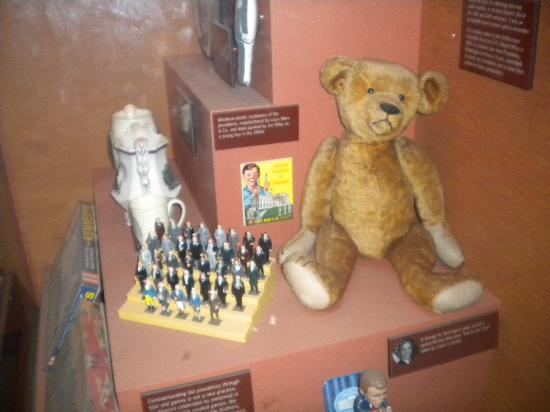 a history of the teddy bear The original, first teddy bear was made in honor of then president, theodore roosevelt a tubby body, golden mohair, stood upright on two feet and had an endearing baby face, which caused a frenzy with the local people of brooklyn to acquire these bears.
