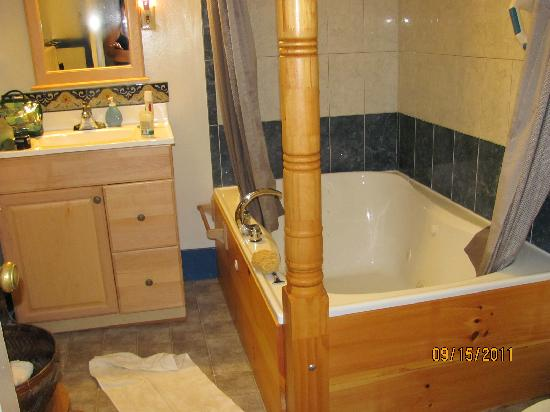 The Wilderness Inn Bed and Breakfast: the Jacuzzi for two!