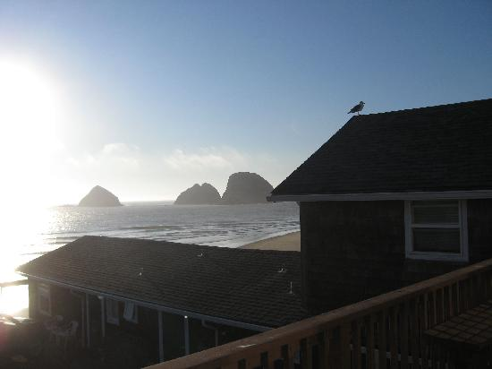 Oceanside Inn: View Over the Roof