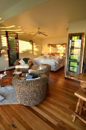 At Remingtons Lodge & Private Cottages: Tooralia cabin interior
