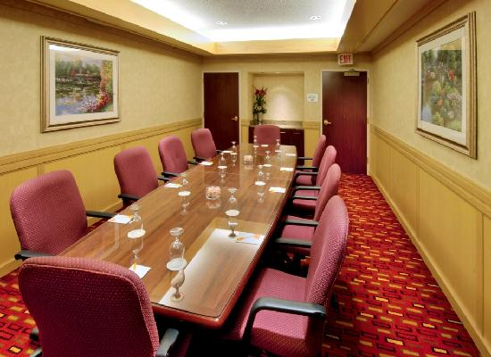 Courtyard by Marriott Springfield Airport: Meeting Space