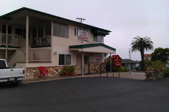 Morro Crest Inn : Front of Motel