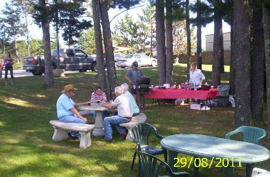 AmericInn Grand Rapids: Our Picnic area