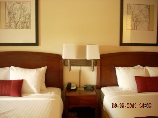 Courtyard by Marriott Salinas Monterey: 2 q room