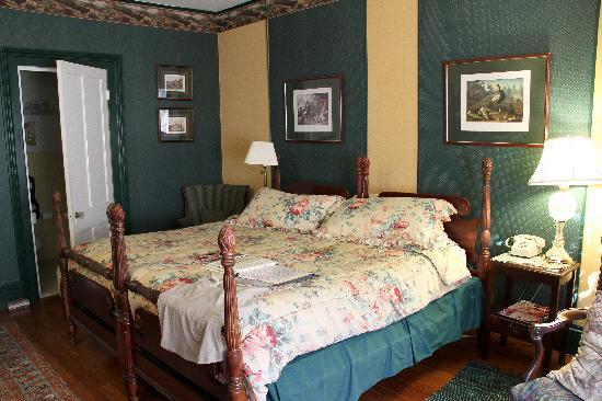 Whistler's Inn: The Hunt Room 2