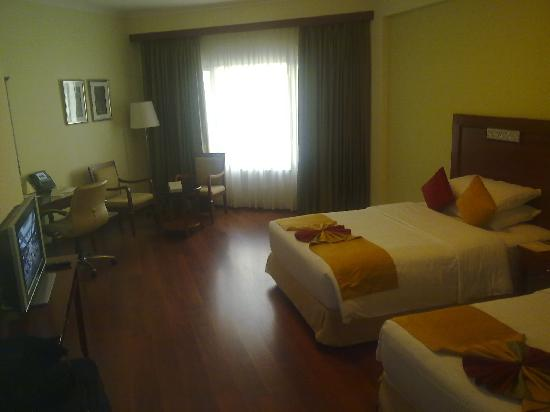 Kohinoor Asiana Hotel: Room