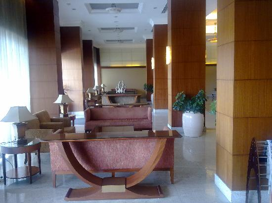 Kohinoor Asiana Hotel: Lobby