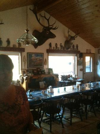 Rich's Montana Guest Ranch: Dining hall