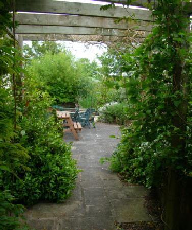 Lower Marsh Farm B & B: The Garden