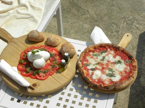 Palazzo Avino : A lovely caprese salad and pizza while swimming at Sasso by the Sea