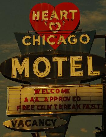 Heart O&#39; Chicago Motel: When driving on Ridge, look for the Heart