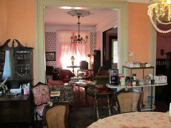 Victorian Bed & Breakfast of Staten Island: dining room