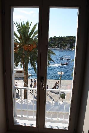 Riva - Hvar Yacht Harbour Hotel: View from Room 212
